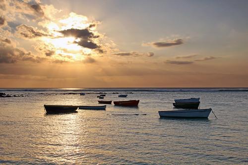 ocean sunset sea beach boats island day maurice indianocean ile clear tropical rays mauritius trouauxbiches 550d
