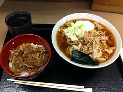 udon(0.0), soba(0.0), noodle(1.0), meal(1.0), bãºn bã² huế(1.0), noodle soup(1.0), japanese cuisine(1.0), food(1.0), dish(1.0), soup(1.0), cuisine(1.0),