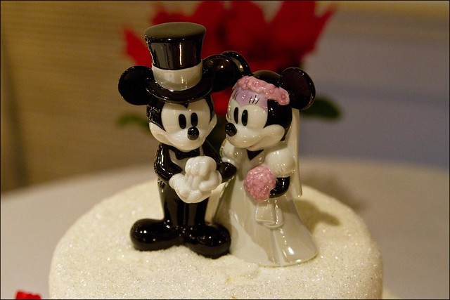 Allison is a fan read fanatic of Mickey Mouse so the wedding cake had a