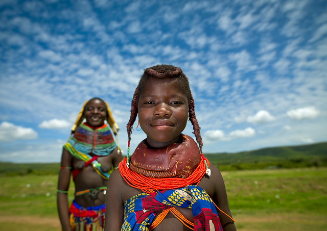 Mumuhuila tribe girls - Angola - What is Environmental Portrait - Tips & Examples