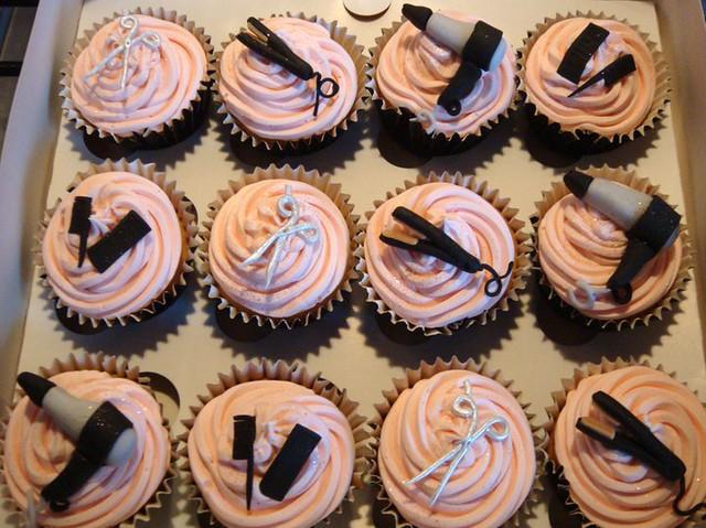 Hairdresser cupcakes flickr photo sharing for Salon cake design