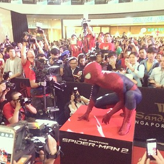 #spiderman entertains the crowd @MarinaBaySands @sonypicturesSg