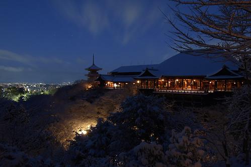 morning blue winter sky snow japan temple frozen kyoto olympus 京都 雪 清水寺 kiyomizu ep1 zd 1122mm 筋肉痛