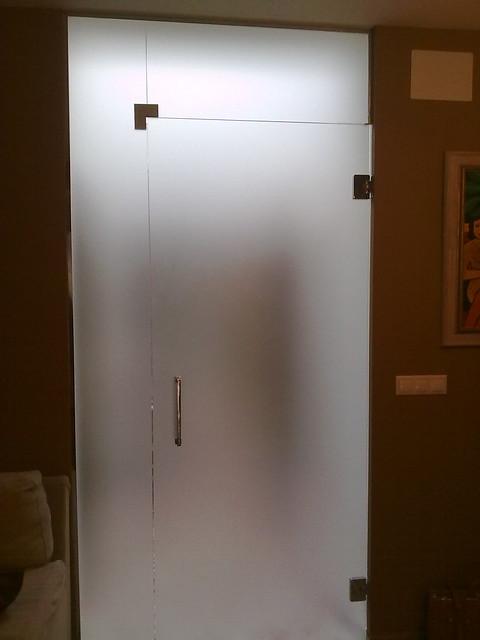 Puerta de cristal templado abatible con fijo lateral y - Puerta de cristal abatible ...