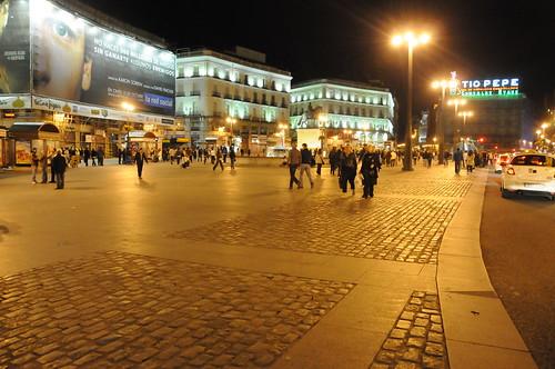 La Puerta del Sol la nuit: le centre de Madrid