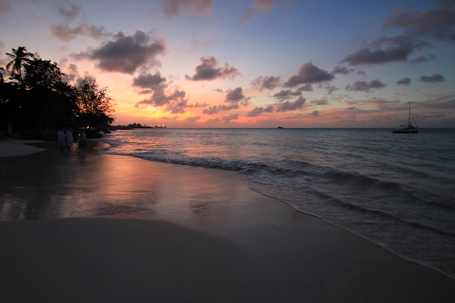 Sunset in Antigua - Flickr CC aliciamhernandez