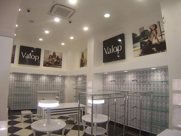 Mobiliario para tiendas Boutique Valop Mobiliario en acero