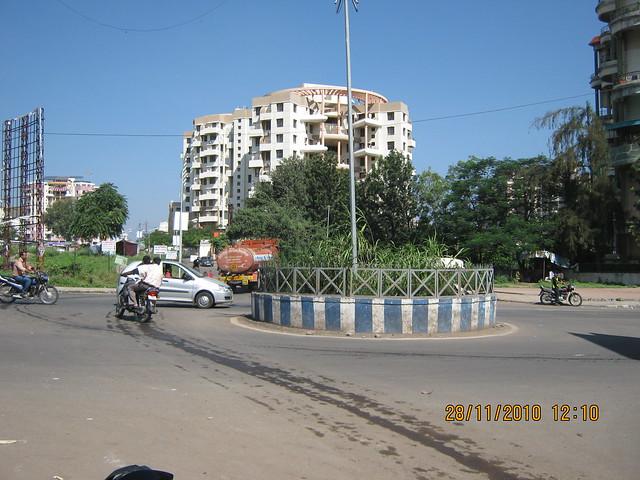 """Visit to Mont Vert Dieu """"C"""" - 2 BHK - 3 BHK Flats - next to Balaji Temple - on Pashan Sus Road - Pune 411 021 - Balaji Mandir Chowk"""