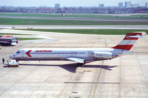 Austrian Airlines MD-87; OE-LML@LHR;13.04.1996