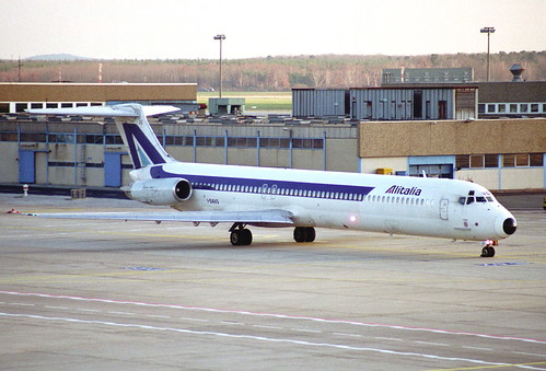 Alitalia MD-82; I-DAVG@FRA;27.12.1995