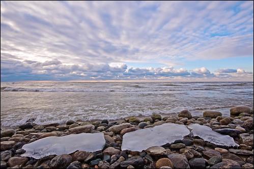 ontario ice clouds lakeshore lakeontario cobourg lucaspointpark