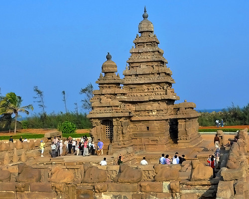 SHORE TEMPLE AND TOURISTS
