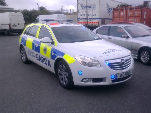 Garda Síochána Traffic Corp - Opel Insignia