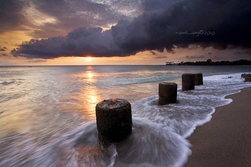 sunset sun seascape west beach rain canon indonesia landscape eos coast cloudy wave filter 5d ang lombok hitech nusa randi barat tenggara senggigi ef1740mmf4lusm