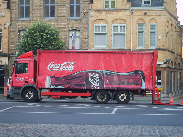 camion coca cola livraison de coca cola ypres en belgiqu by fabienne maillot flickr. Black Bedroom Furniture Sets. Home Design Ideas