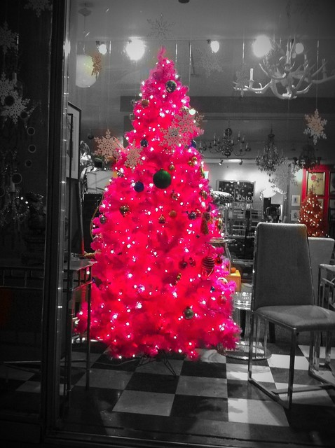 the hot pink christmas tree 1 flickr photo sharing. Black Bedroom Furniture Sets. Home Design Ideas
