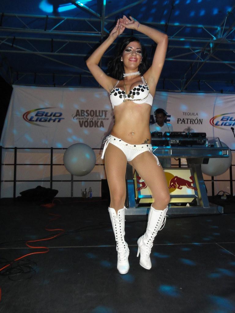 Latina Dancing Sexy