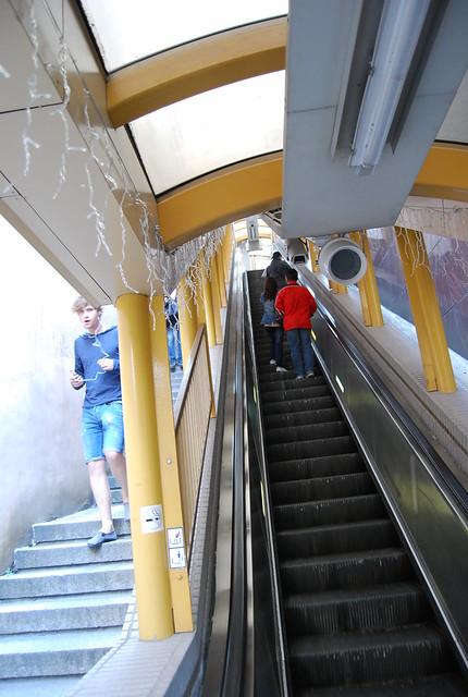 Un tramo de la escalera mec nica de mid levels flickr for Escalera un tramo