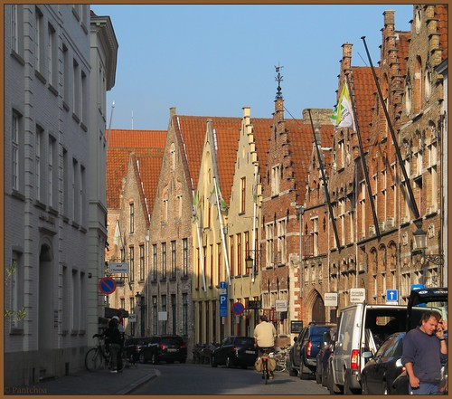 Bruges: A walk in the streets