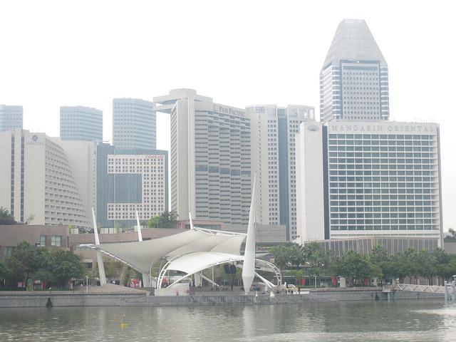 Buildings around famous singapore merlion flickr photo for Famous buildings in singapore
