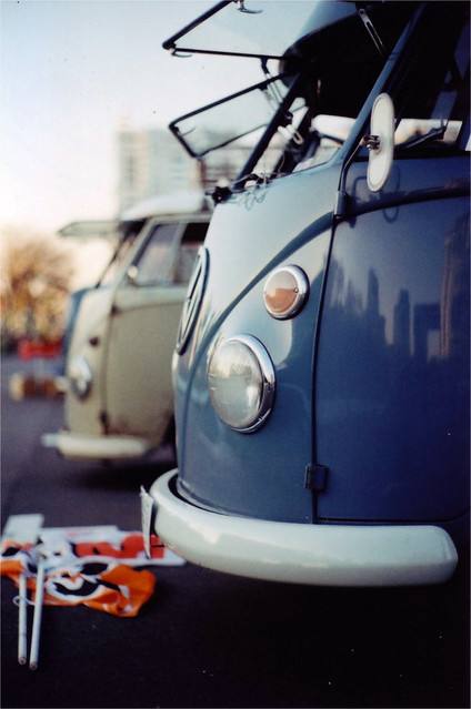 Gray/VW-bus