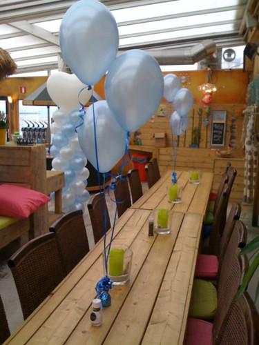 Tafeldecoratie 3ballonnen Paviljoen Stormvogel Oostvoorne
