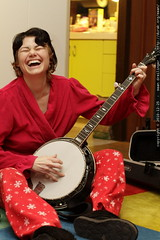 rachel breaks into song about her new banjo flight case