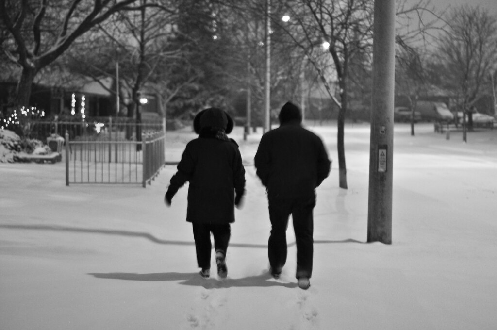 Winter arrives in Toronto: an evening walk in the snow.