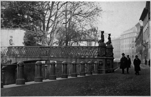il ponte delle Sirenette in via Visconti di Modrone