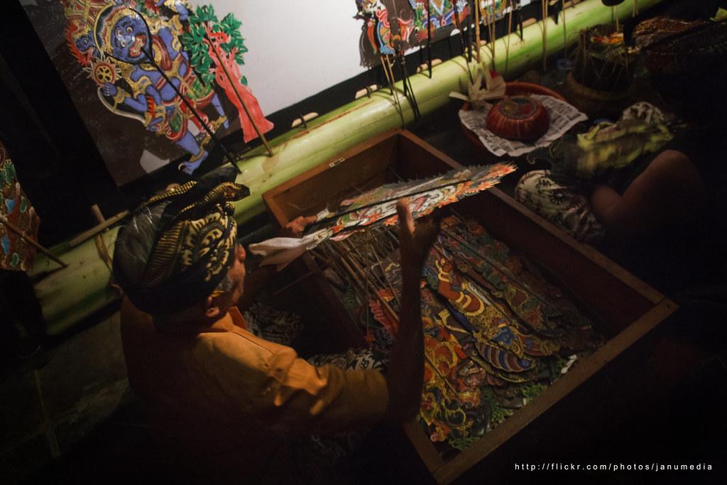 Bali Images : Wayang Kulit Back Stage