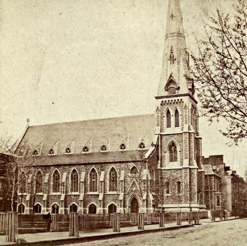 Montréal, vers 1875. Rue Saint-Denis >Nord, depuis le square Viger.
