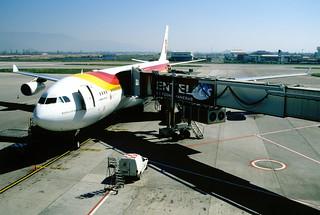 319as - IBERIA Airbus A340-313X; EC-HGU@SCL;22.09.2004