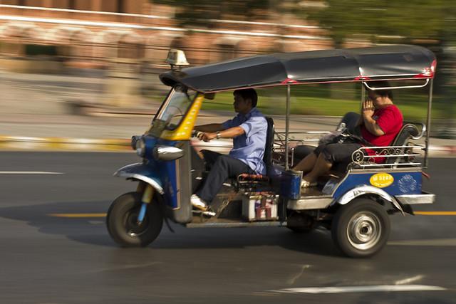 tuktuk panning saturo