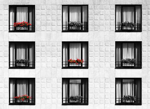 windows red bw white house black building rot canon pattern view fenster haus monotone symmetry 100mm sw ck weiss gebäude blick muster schwarz monotony symmetrie monoton 50d colourkey monotonie canoneos50d canon100mmf28usm