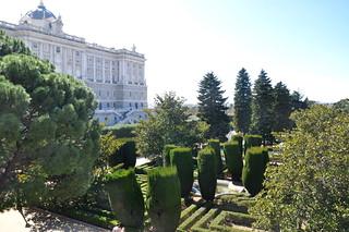http://hojeconhecemos.blogspot.com/2011/03/jardim-de-sabatini-madrid-espanha.html