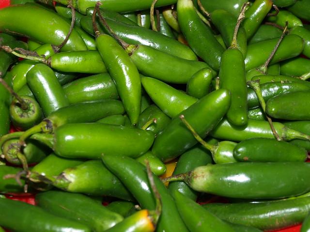 Chiles verdes serranos   Típico chile verde mexicano picante ...