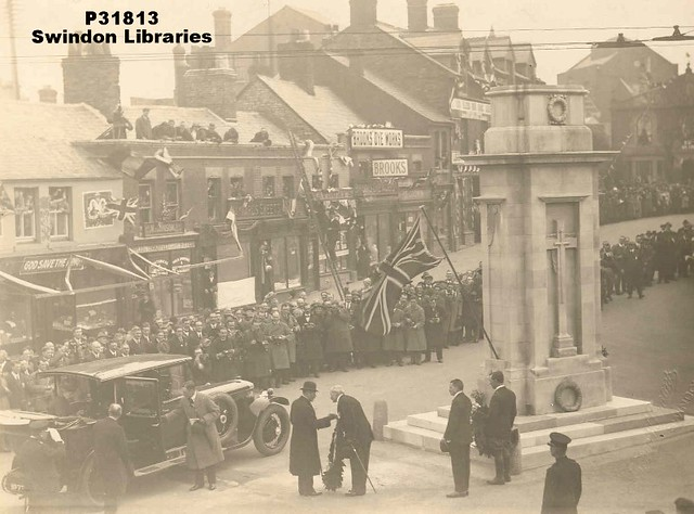 1924: Arrival of Queen Mary for unveiling of Cenotaph, Regent Circus, Swindon