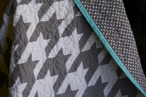 Grey & White Houndstooth Quilt