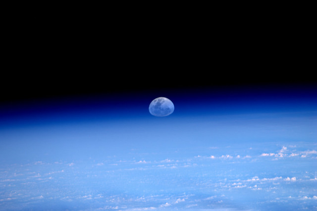 #Supermoon rise seen from space (3/6)