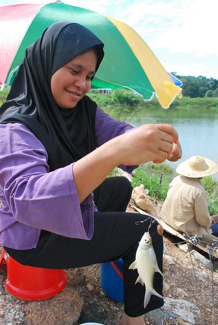 dengkil women Lower their gaze does not mean to avoid eye-contact or to not interact many so-called practising muslims are un-cooperative and unhelpful to members of the opposite gender.