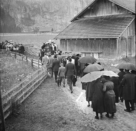 (animated stereo) Alpine Funeral Procession, 1938