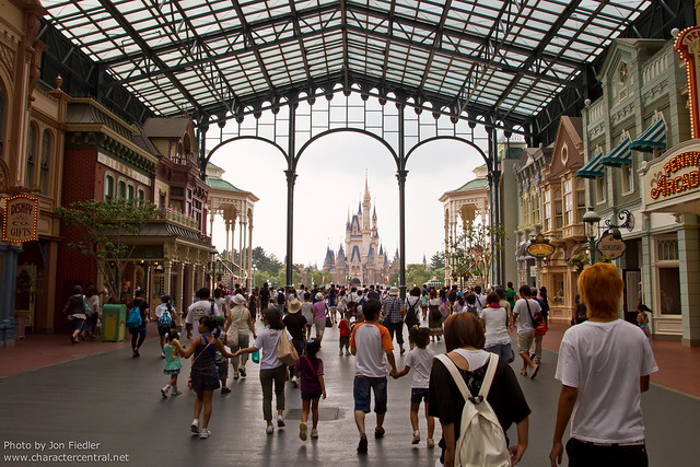 Tokyo Aug 2010 - Entering Tokyo Disneyland Park in the morning