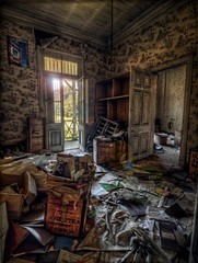 """""""Mess"""" - Urbex Chile HDR (3)"""