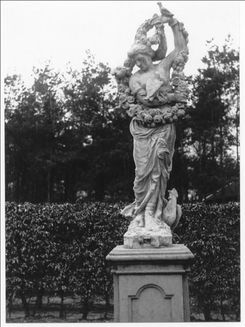 Tuinbeeld Flora in het Openluchtmuseum