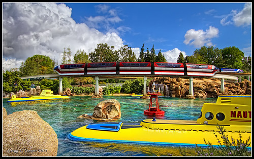 canon eos disneyland disney submarine 7d monday monorail tomorrowland