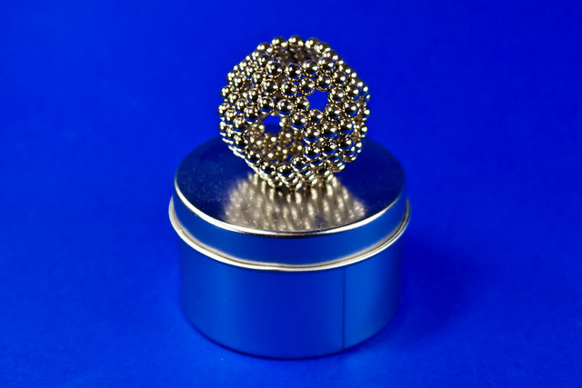 Neodymium Magnets cc by-sa Scarygami