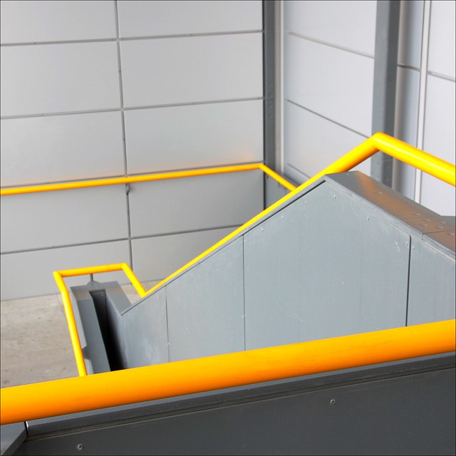 Handrail definition meaning for Definition of a balcony