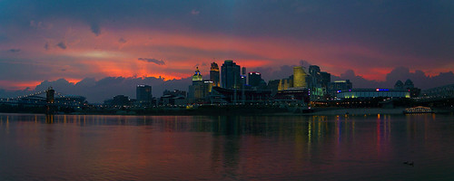 city sunset ohio water skyline cincinnati riverfront ohioriver cincinnatiskyline cincinnatiohio ohiorivercities