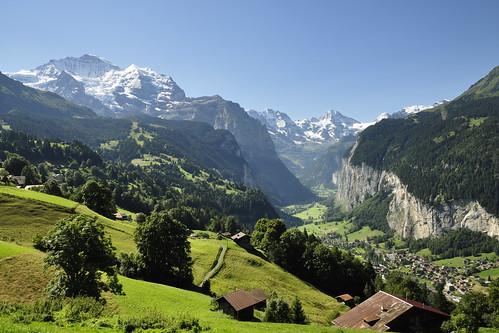 par la fenêtre du train..., la Jungfrau et la vallée de Lauterbrunnen