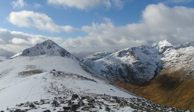 2011/02/27 - 12:02 - Shot from the small peak north of Stob Dubh in Buachaille Etive Beag.  The peak in the front left is Stob Dubh and the peaky peak far afield on the right is Stob Coire Sgreamhach.